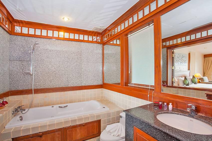 Villa Balie 1. en suite bathroom West Phuket