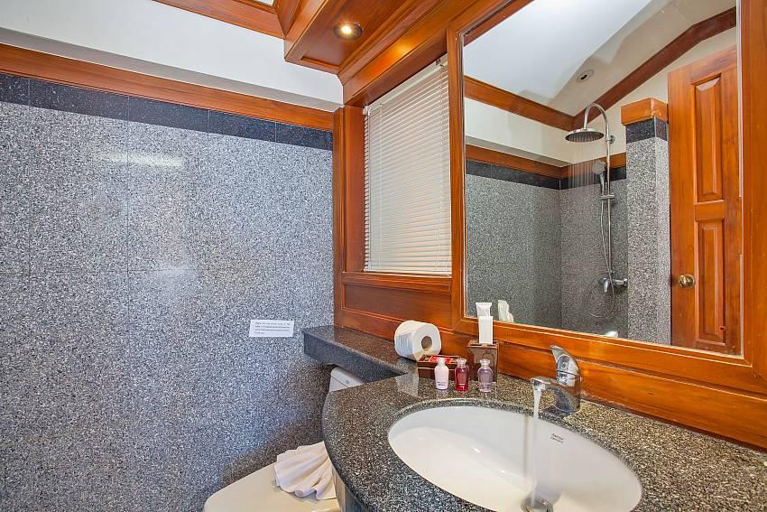 2. en suite bathroom of Villa Balie Kalim beach Phuket
