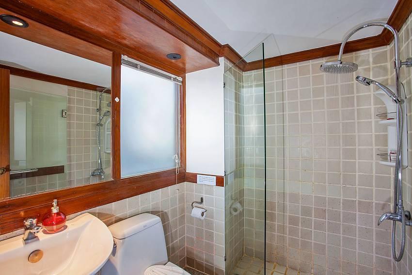 3. en suite bathroom of Villa Balie West Phuket