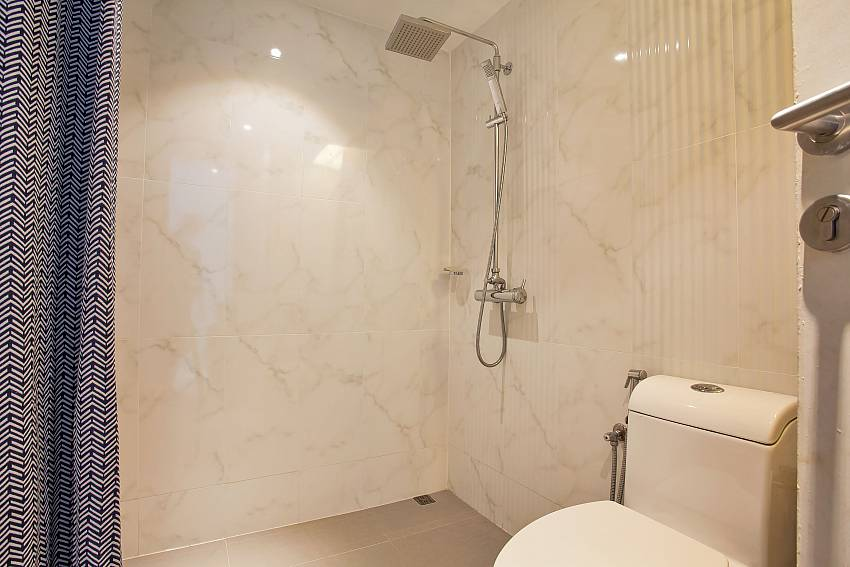Modern bathroom at 1 bed Sadhay A2 Condo Phuket