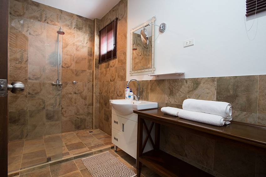 Jomtien Sunrise Villa Pattaya 1. ensuite bath