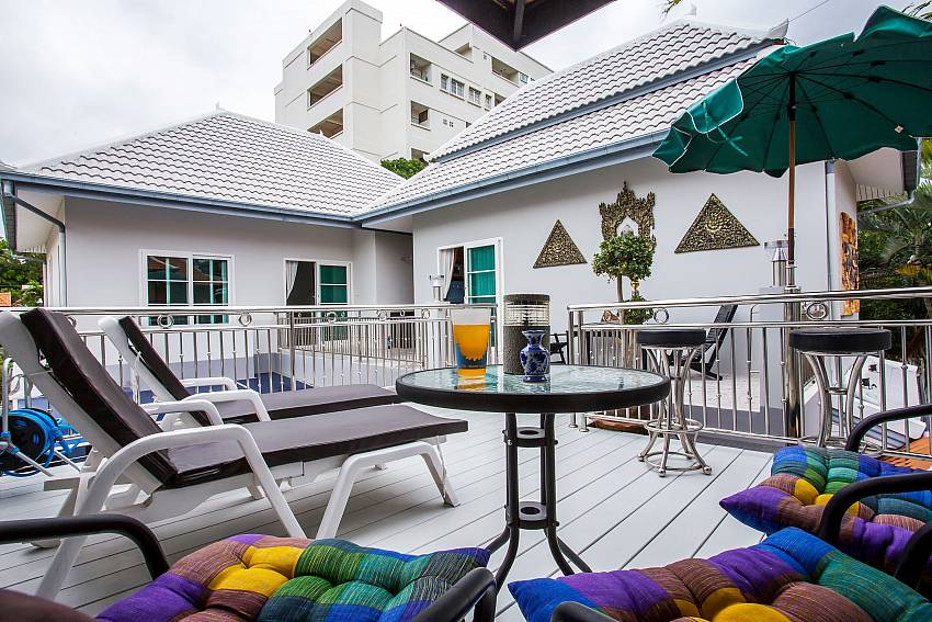 Jomtien Sunrise Villa Pattaya with lounge terrace