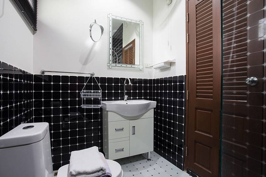 Jomtien Sunrise Villa Pattaya 3. en suite bathroom