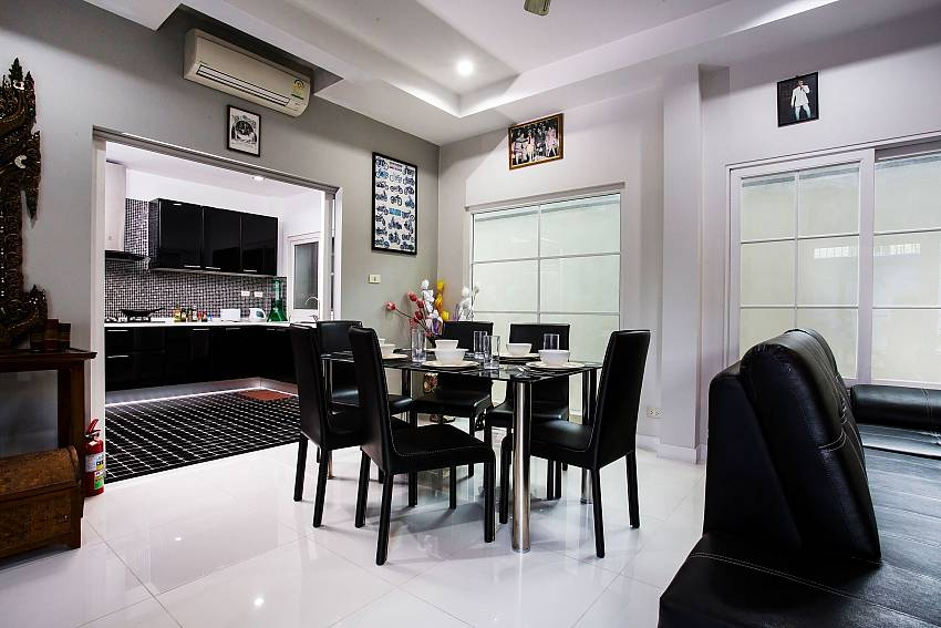 Jomtien Sunrise Villa Pattaya open plan dining and kitchen