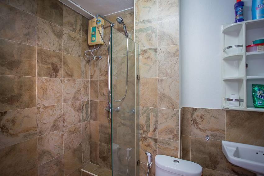 Jomtien Sunrise Villa Pattaya guest bathroom