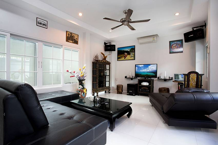 Jomtien Sunrise Villa Pattaya with big living room