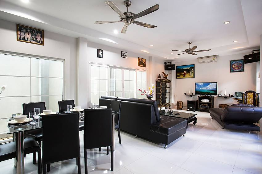 Jomtien Sunrise Villa Pattaya living and dining room