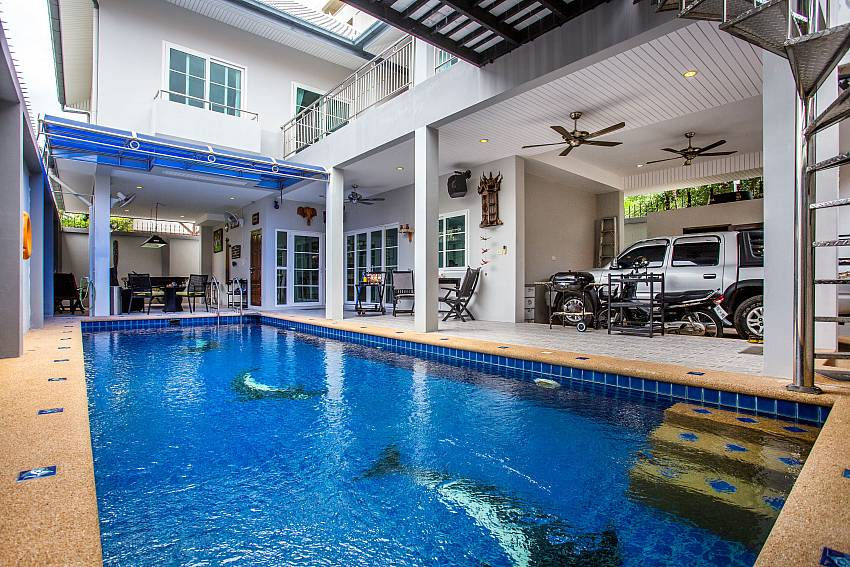 Jomtien Sunrise Villa Pattaya with pool and car park