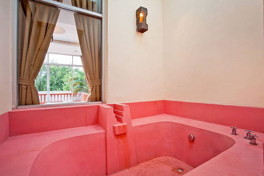 bath tub in master bathroom of Rustic Gold Villa south pattaya