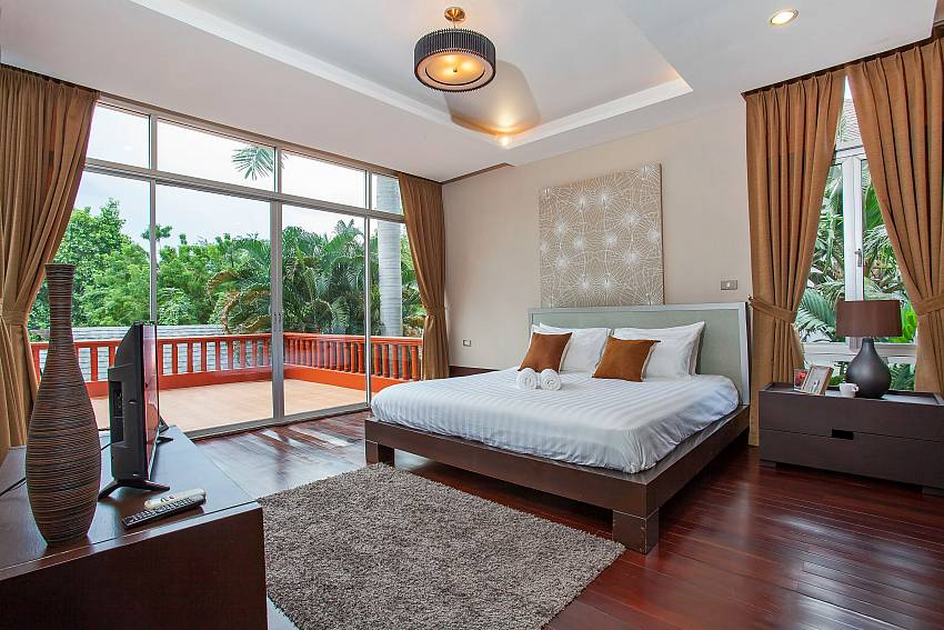 double bedroom with balcony in Rustic Gold Villa south pattaya