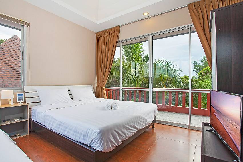 Rustic Gold Villa with 2 double beds in south pattaya