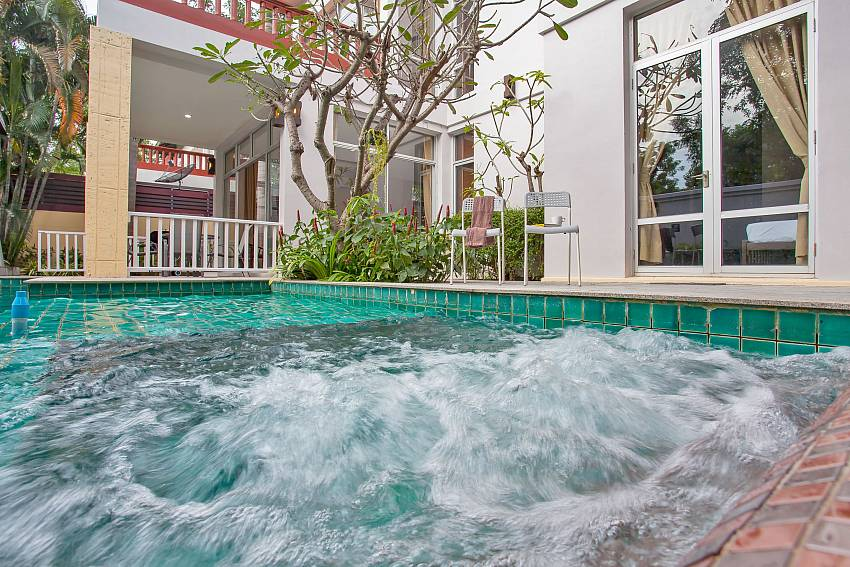 Rustic Gold Villa with private pool in south pattaya