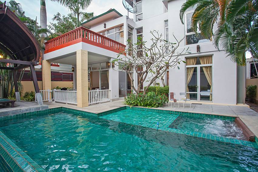 Private pool in 4 bedroom Rustic Gold Villa sough pattaya