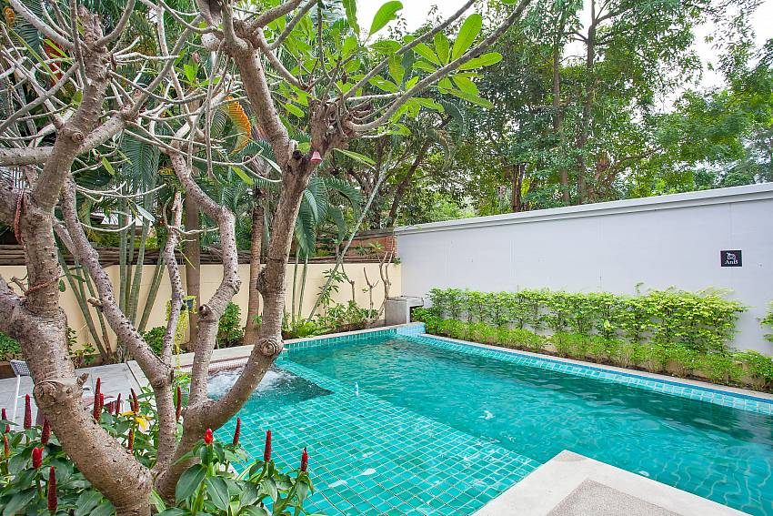 private pool and garden in 4 bed Rustic Gold Villa pattaya