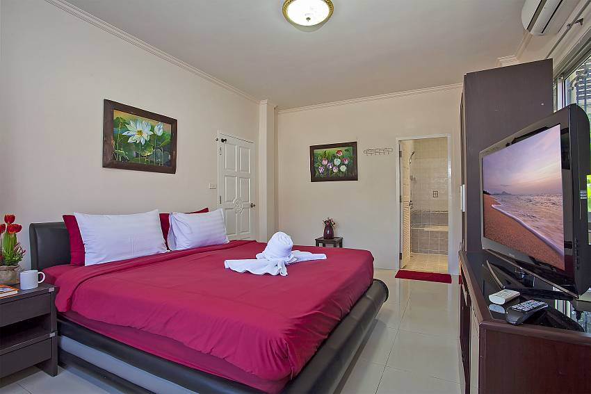 master en suite bedroom at Baan Kinara Jomtien Pattaya