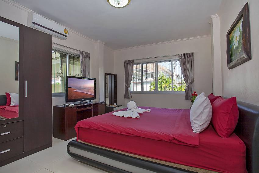 Master bedroom with TV in Baan Kinara Jomtien Pattaya