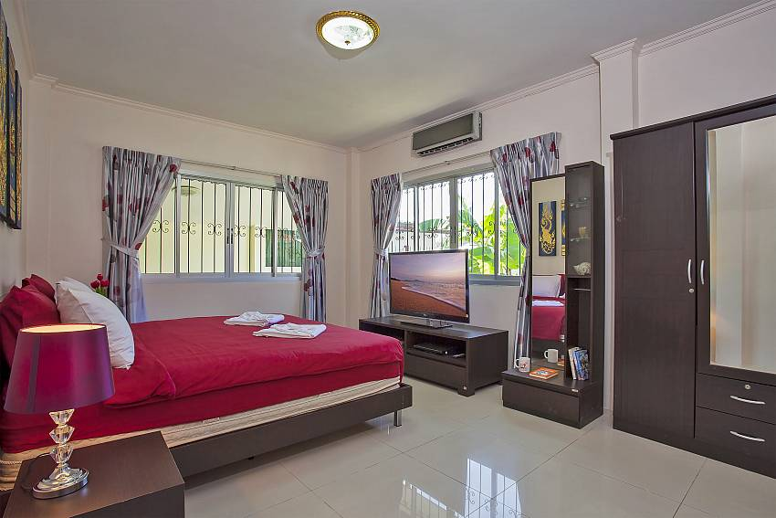 2. bedroom with kingsize bed in Baan Kinara Jomtien Pattaya
