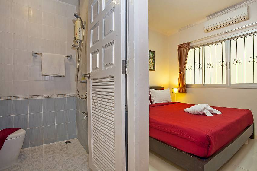 3. king size en suite bedroom at Baan Kinara Pattaya