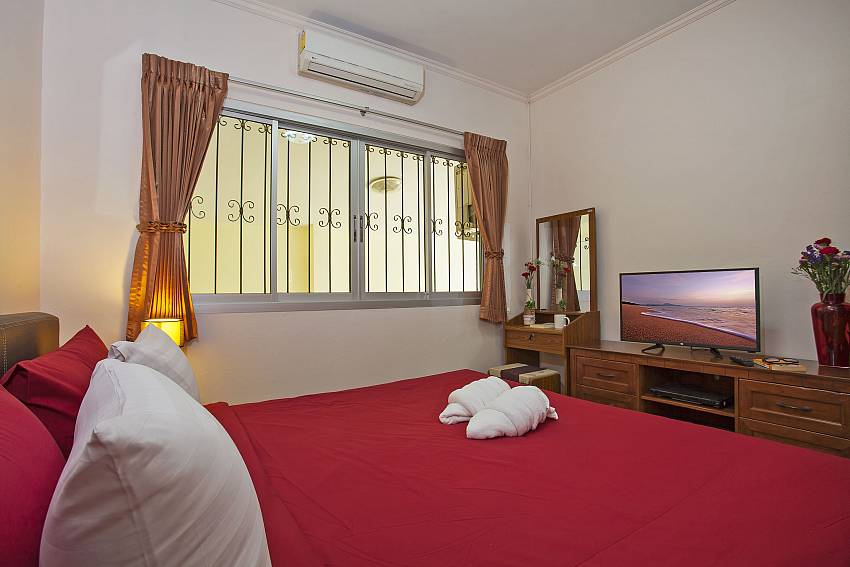 tv and kingsize bed in third bedroom of Baan Kinara Pattaya