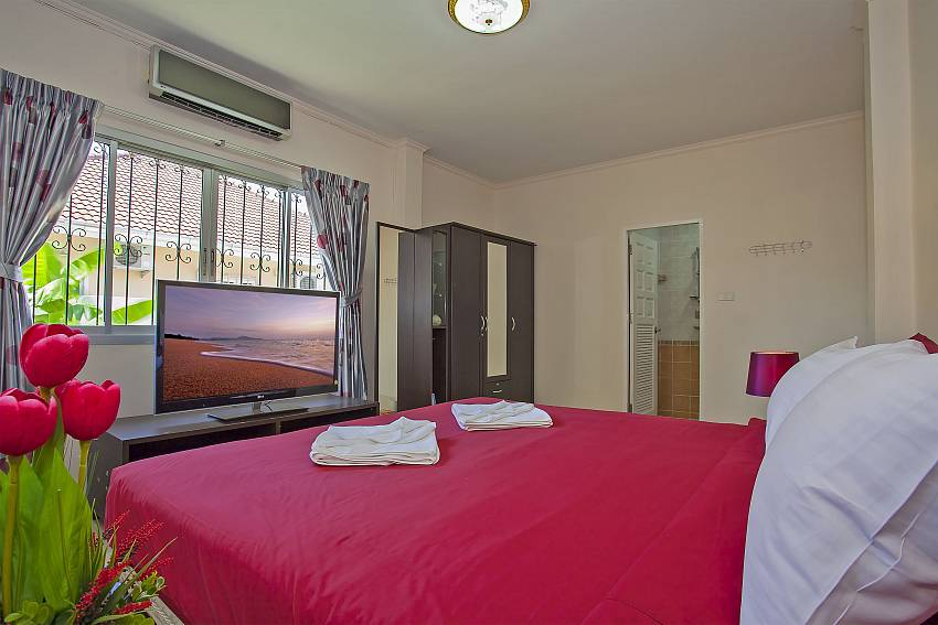 first double bedroom en-suite with TV at Baan Kinara Jomtien Pattaya