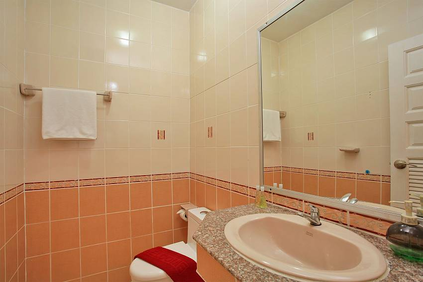 guest bathroom in Baan Kinara Jomtien South Pattaya