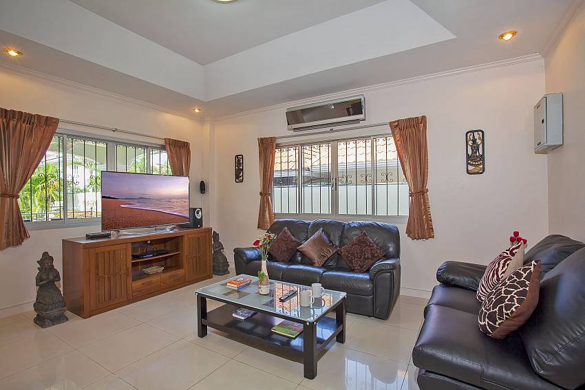 comfortable living ares with tv and dvd in Baan Kinara Jomtien Pattaya
