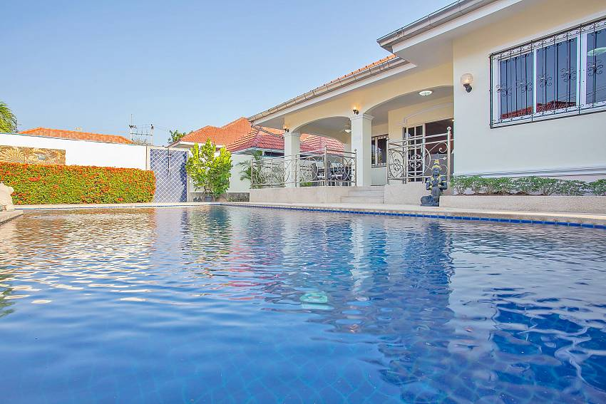 refreshing private pool in Baan Kinara Jomtien Pattaya