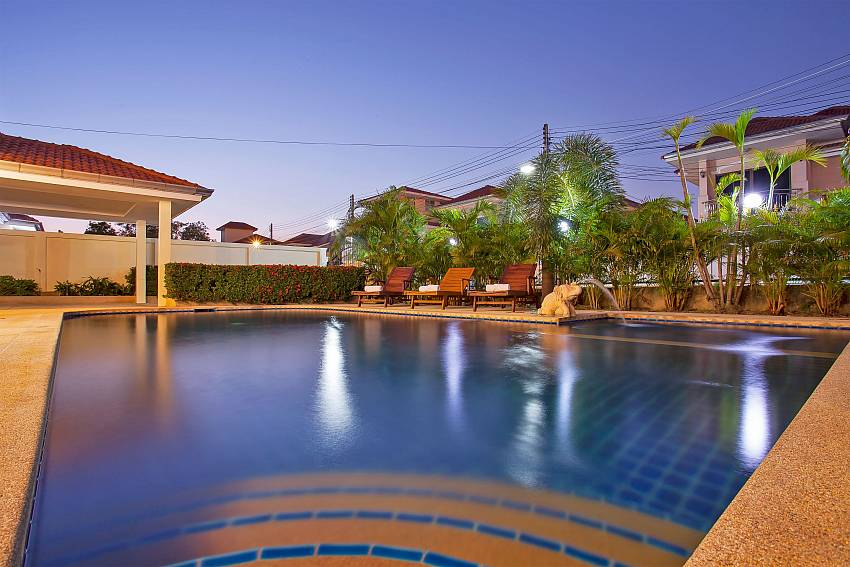 evening at the private pool in Baan Kinara Jomtien Pattaya