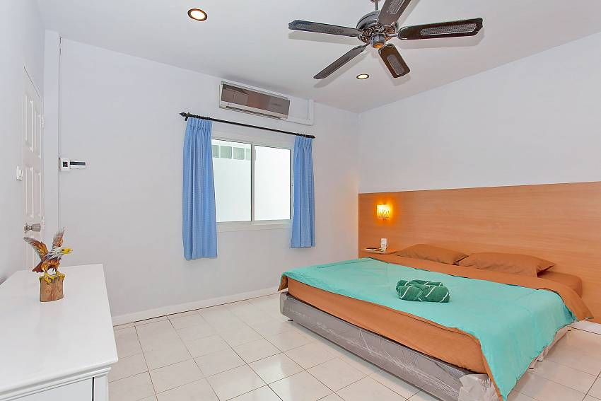 2. bedroom with king size bed at Vogue Villa in Pattaya City
