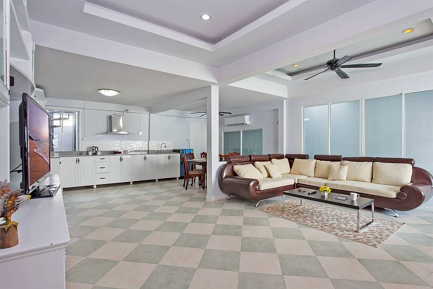 Open plan living room with kitchen in Vogue Villa Pattaya