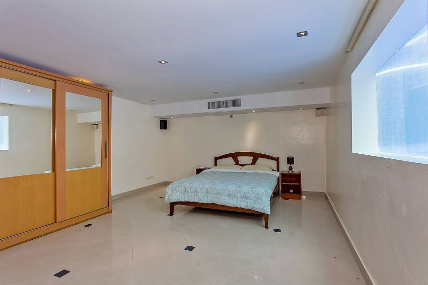 4. bedroom with double bed at Pattaya Presidential Villa in Jomtien