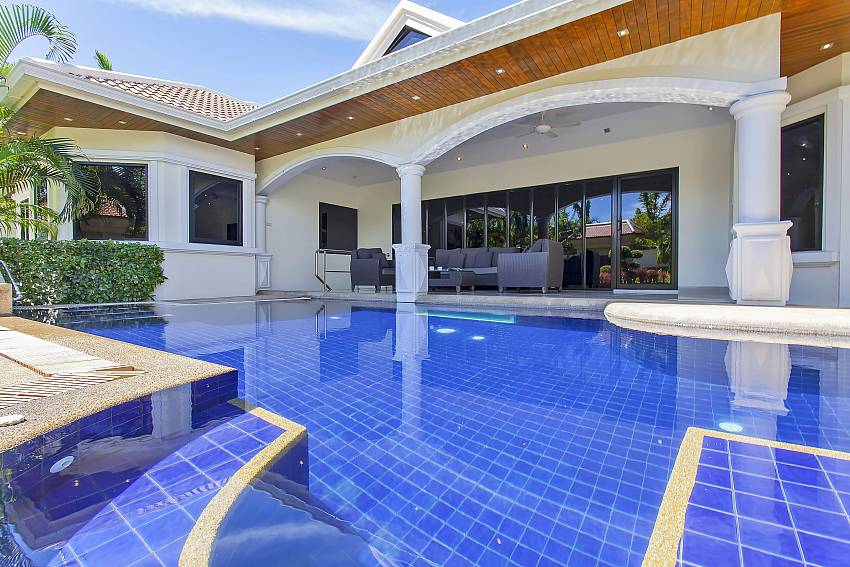 great sitting place in the private pool at Pattaya Presidential Villa Jomtien