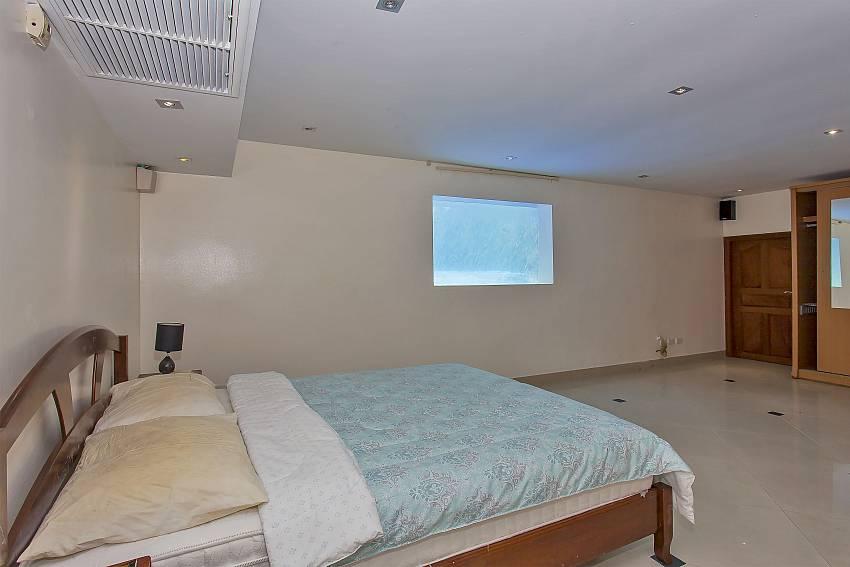 double bed at the 4. bedroom in Pattaya Presidential Villa near Jomtien beach