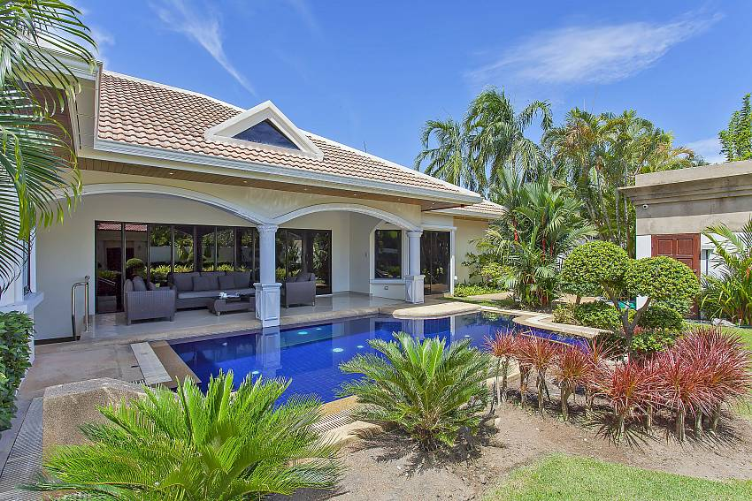 Beautiful garden with private pool at Pattaya Presidential Villa in Jomtien
