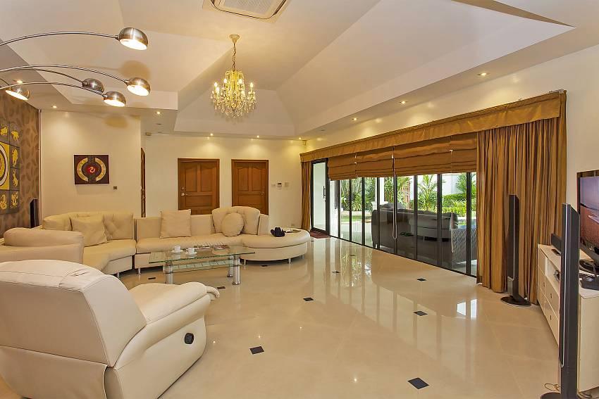 Comfortable sittings in the living room of Pattaya Presidential Villa