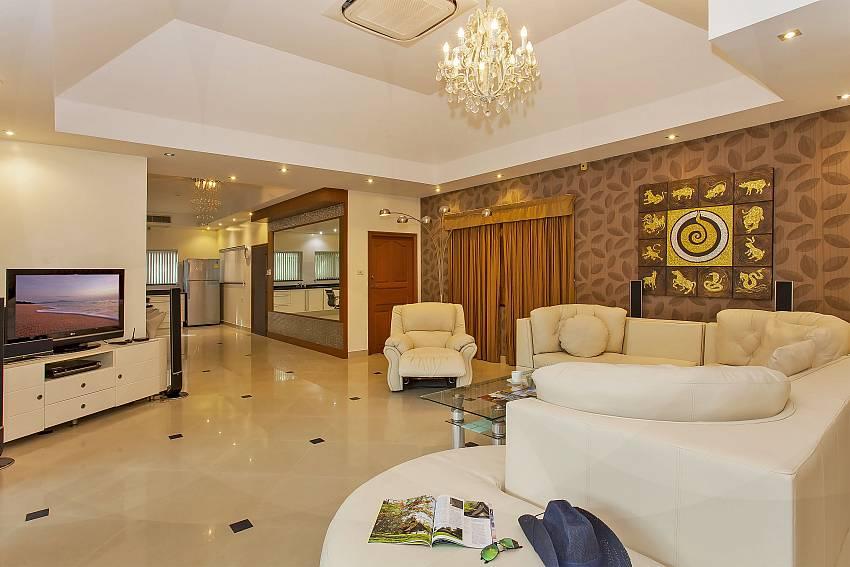 big and comfortable living area at Pattaya Presidential Villa