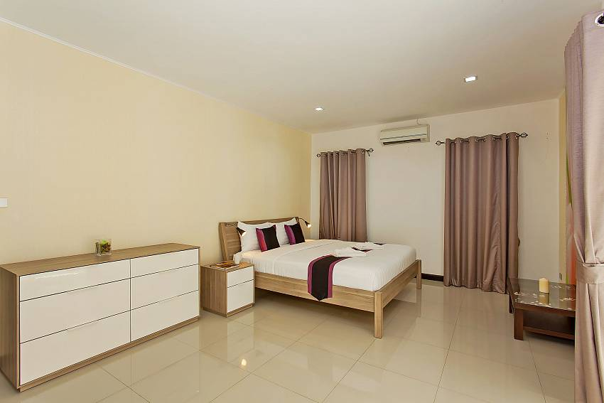 Spacious 3. guest-bedroom with kingsize bed in Pattaya Moonlight Villa
