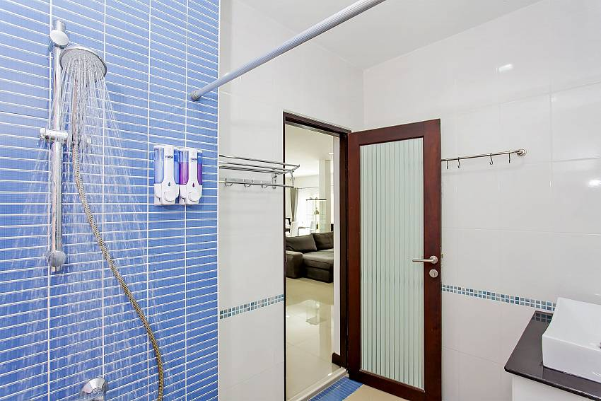 Guest bathroom near the living room at Jomtien Moonlight Villa Pattaya