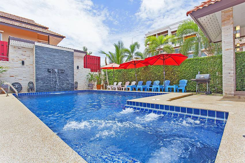 Private Pool with Jacuzzi at the Pattaya Moonlight Villa in Jomtien area