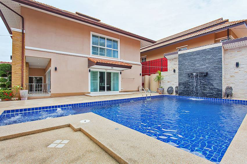 2 floor Moonlight Villa with 4 bedrooms and private pool in Pattaya