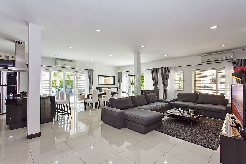 Open plan living room and kitchen of Pattaya Moonlight Villa