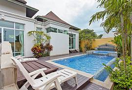 Silver Sky Villa | 4 Bed Tropical Holiday Rental in Central-Pattaya