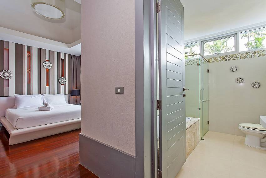 Master bedroom with attached bathroom at Silver Sky Villa in Central Pattaya