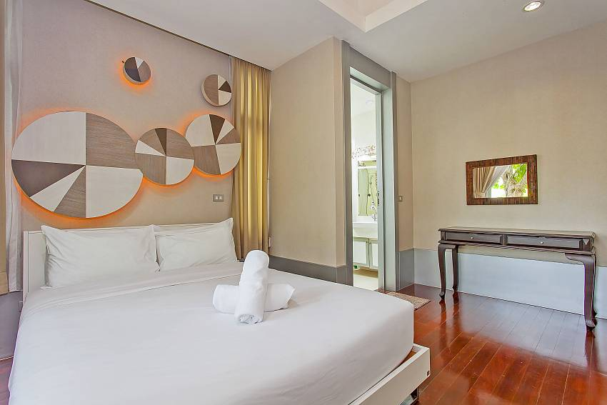 Unique decorated 1. guest-bedroom with double bed at Central Pattaya Silver Sky Villa