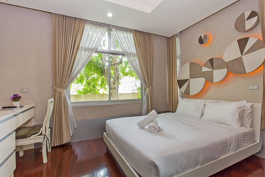 1. guest bedroom with queen size bed at Silver Sky Villa in Pattaya
