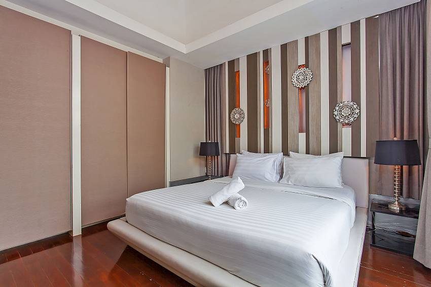 warm decorated master bedroom with king size bed at Pattaya Silver Sky Villa