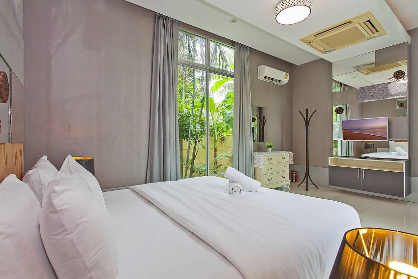 3. guest-bedroom with TV and garden access in Pattaya Silver Sky Villa