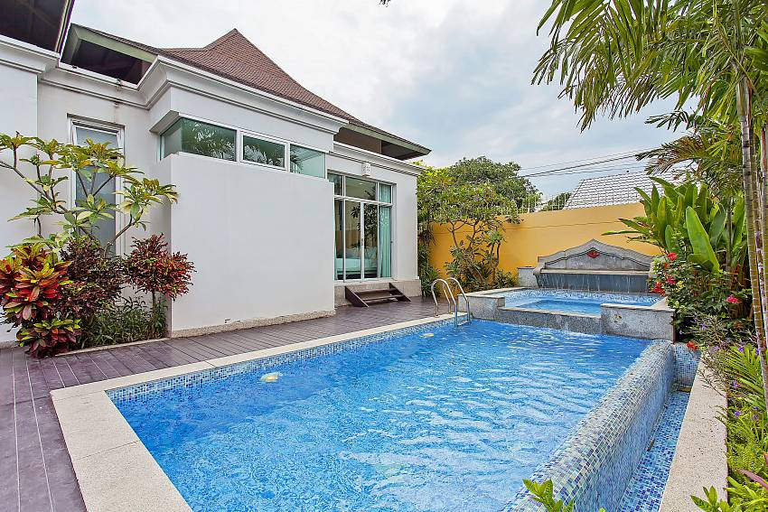 Enjoy the private pool at your Silver Sky Villa in Central-Pattaya