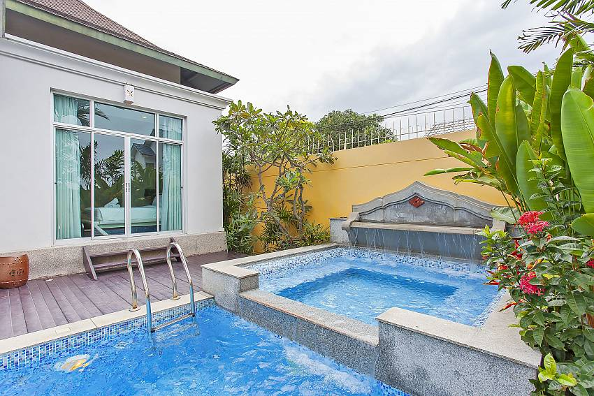 Private pool with integrated Jacuzzi at Silver Sky Villa Central Pattaya