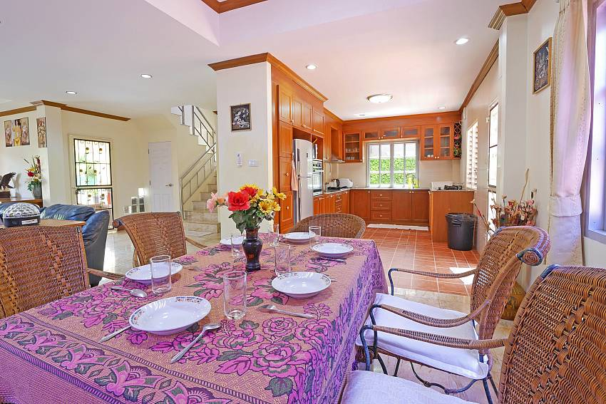 open plan dining area between the living area and kitchen at Pattaya Villa Amiya